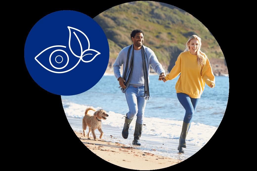 Am Strand laufendes Paar, Beispiel für saubere Umwelt